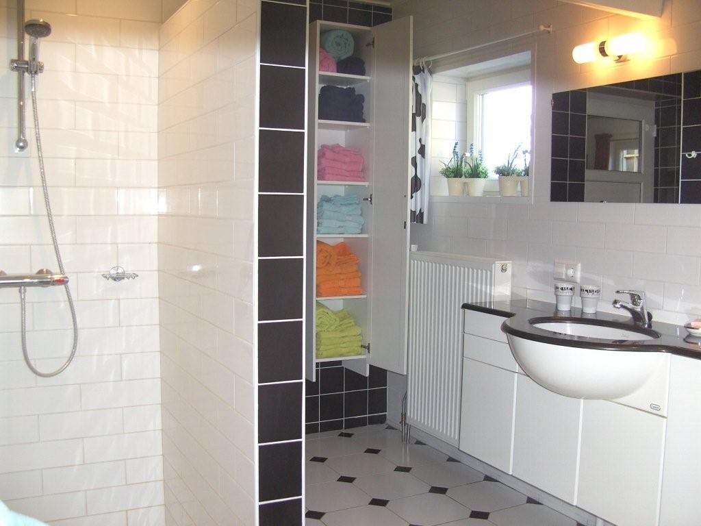 Graniet Werkblad Badkamer ~ luxe badkamer met inloopdouche, ligbad, badmeubel en badlinnenkast