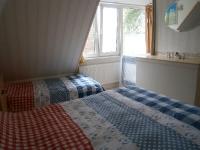 b6-tweepersoons-bed+1-persoonsbed-kinderbedje